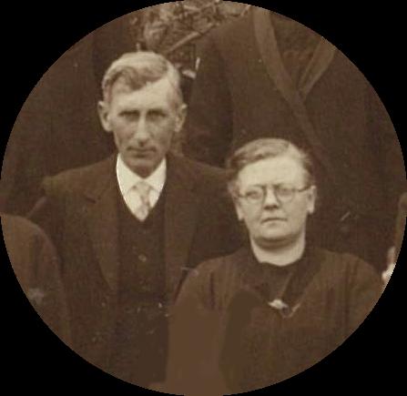 De 39 jarige Jan Cazant en zijn 38 jarige vrouw Gerrigje Smit. Detail uit een groepsfoto uit 1920.