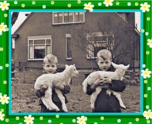 Kleinzoons van Maria Doornenbal en Arie Bruijnes voor de Charlotte Hoeve in Woeren