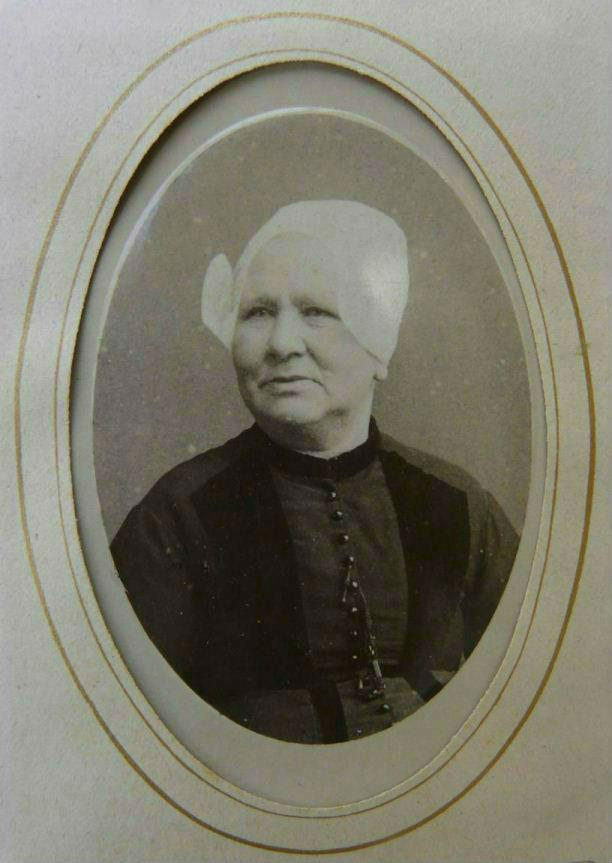 Neeltje van den Bosch werd via haar grootmoeder Neeltje van Es (C6) vernoemd naar haar betovergrootmoeder Neeltje Jacobsdochter de Wit (3.2.4)