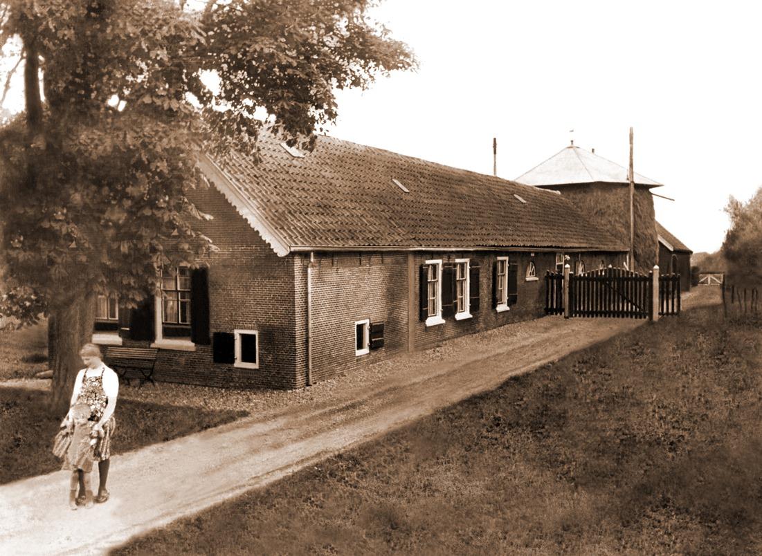 Grietje Zeldenrijk met dochter, omstreeks 1950 op het erf van de voormalige boerderij ter hoogte van Wagendijk 13 in Kockengen
