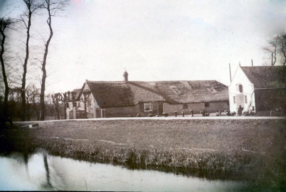 Voormalige boerderij van de familie Zeldenrijk aan de Winkeldijk in Abcoude