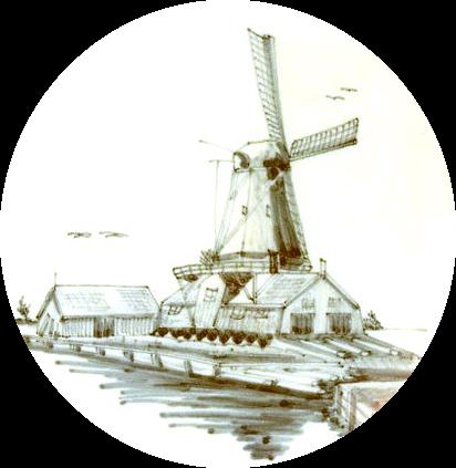 Tegel met afbeelding van een houtzaagmolen en de naastgelegen houtopslagplaats. De molen was gebouwd op een schuur en als de wieken draaiden werd daar gezaagd. Want daarin bevonden zich twee zaagramen aangedreven door een krukas. De boomstammen werden met een wagen door de zaagramen geleid. Een meesterknecht of zaagbaas had de leiding en was verantwoordelijk voor het stellen van het zaagraam. De middelknecht zorgde voor het zagen van de kleinere stammen op het tweede zaagraam. Jongens vanaf 13 jaar werkten in de zagerij, het was zwaar werk en er werden lange dagen gemaakt