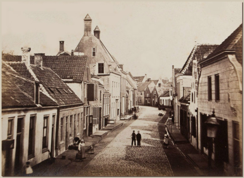Foto van de Haverstraat (thans Havenstraat geheten) in Woerden. G.R. Lambert, 1873.
