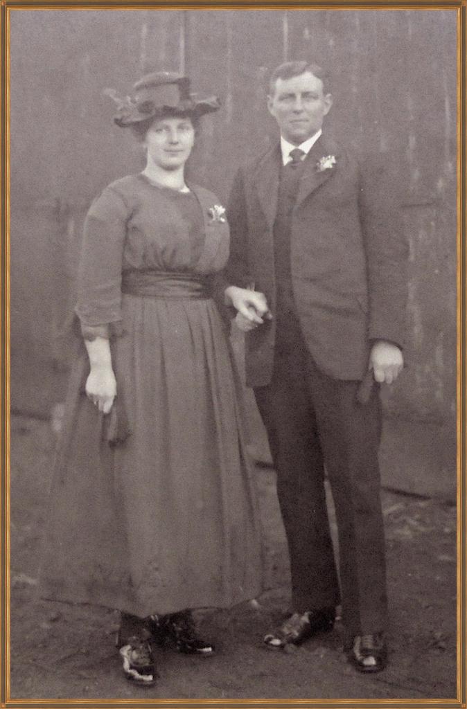 Huwelijksfoto van Grietje Oskam en Teunis Bos, Laagnieuwkoop 1921.