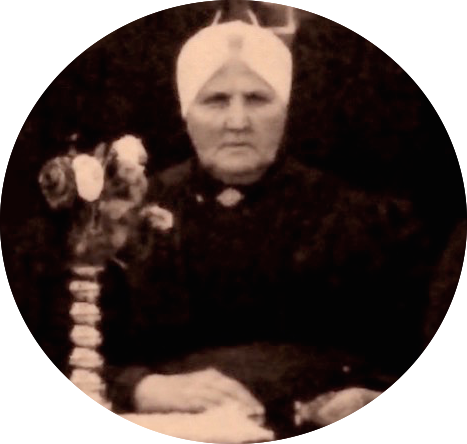 Foto van Marrigje Bos (1865 – 1932) de moeder van Teuntje Kasteleijn, die omstreeks het jaar 1918 werd gemaakt toen ze ongeveer 53 jaar was.