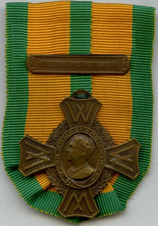Oorlogsherinneringskruis met gesp voor bijzondere krijgsverrichtingen 'Nederland mei 1940'. Uitgereikt aan dienstplichtig soldaat P. Bos van het wapen der infanterie. 's Gravenhagen, 7 september 1948 (4).