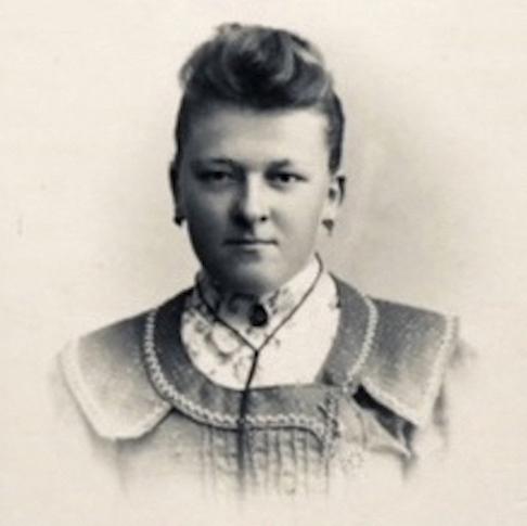 Portret van de circa 21 jarige Cornelia van Vliet, gemaakt omstreeks 1903 door de Utrechtse fotograaf Anton C. Thomann. Zijn fotostudio bevond zich in het 5de huis vanaf de gasfabriek aan Wittevrouwensingel 91.